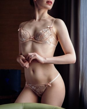 Anne-yvonne happy ending massage in Olympia Heights & live escort