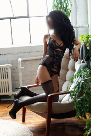 Lyssandra nuru massage & live escorts
