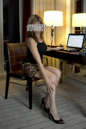 Danya escort girl in Fort Lupton and massage parlor