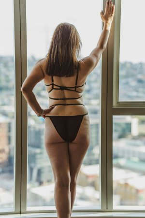 Ly-lou call girl in Fredericksburg and nuru massage