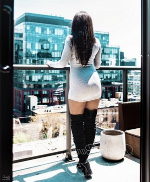Veronica escorts in Fredericksburg & nuru massage