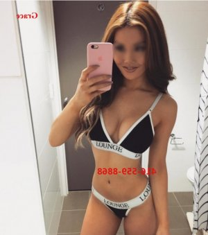 Claudinette escort girl and happy ending massage